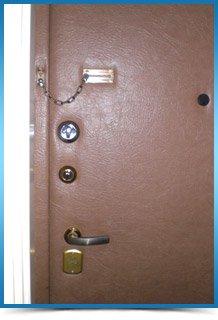 стоимость замены дверного замка